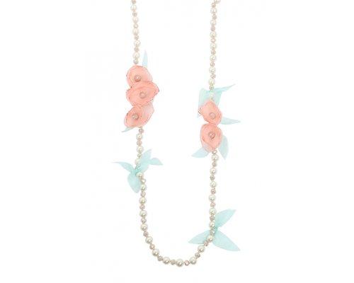 Halskette mit Süßwasserperlen und Blüten